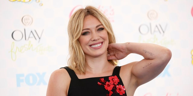 Hilary Duff posts vacation photo to highlight 'celeb flaws.'