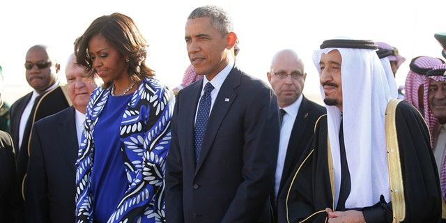 U.S. President Barack Obama and first lady Michelle Obama are greeted by Saudi Arabia's King Salman (R) as they arrive at King Khalid International Airport in Riyadh, January 27, 2015. Obama is stopping in Saudi Arabia on his way back to Washington from India to pay his condolences over the death of King Abdullah and to hold bilateral meetings with King Salman.   REUTERS/Jim Bourg     (SAUDI ARABIA - Tags: POLITICS ROYALS TPX IMAGES OF THE DAY BUSINESS) - RTR4N4SF