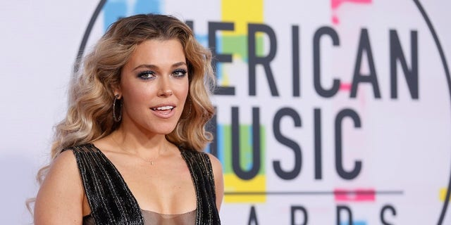 """Rachel Platten said her """"mind wasn't cooperating"""" when she sang the national anthem over the weekend."""