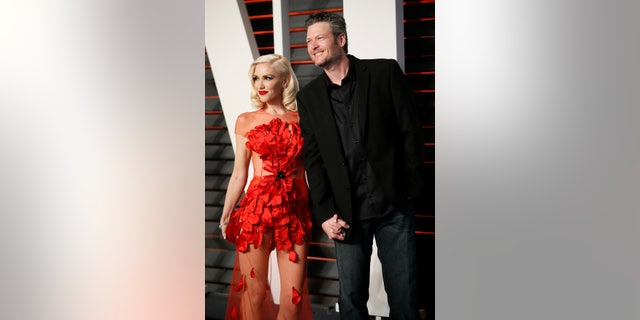 Musicians Gwen Stefani and Blake Shelton arrive at the Vanity Fair Oscar Party in Beverly Hills, California February 28, 2016.