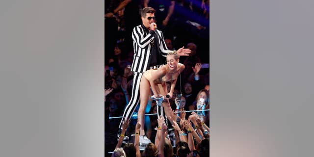 Robin Thicke performs