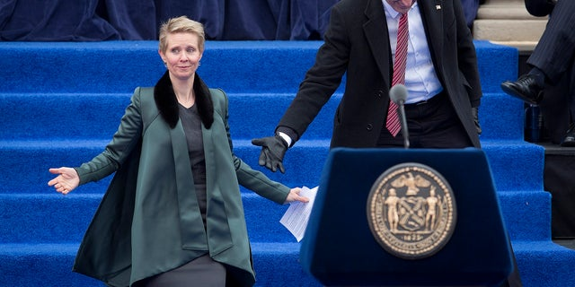Cynthia Nixon encouraged other celebrities to support Bill de Blasio's mayoral campaign and organized a benefit for him.