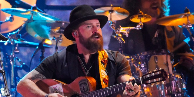"Zac Brown of the Zac Brown Band performs ""Homegrown"" during the 2015 CMT Awards in Nashville, Tennessee June 10, 2015. REUTERS/Harrison McClary - RTX1G0EH"