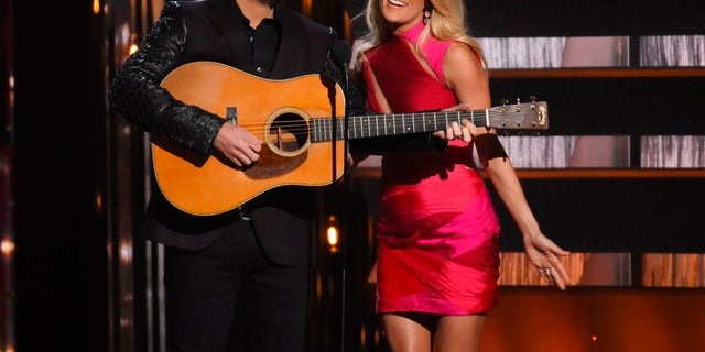Show hosts Brad Paisley and Carrie Underwood perform at the 49th Annual Country Music Association Awards in Nashville, Tennessee November 4, 2015.