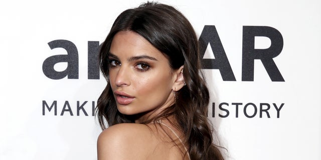 Model Emily Ratajkowski attends the 2016 amfAR New York Gala at Cipriani Wall Street in Manhattan, New York February 10, 2016. REUTERS/Andrew Kelly - RTX26F33