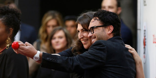 """Actors Johnny Galecki and Mayim Bialik pose as they arrive for """"The Red Nose Day Special"""" fundraiser in Studio City, U.S., May 26, 2016.   REUTERS/Mario Anzuoni - RTX2EFG1"""