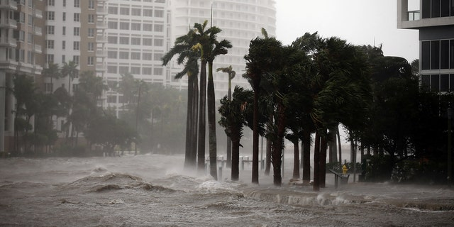 Water rises up to a sidewalk by the Miami river as Hurricane Irma arrives at south Florida, in downtown Miami, Florida, U.S., September 10, 2017. REUTERS/Carlos Barria - RC1C6F50BCD0