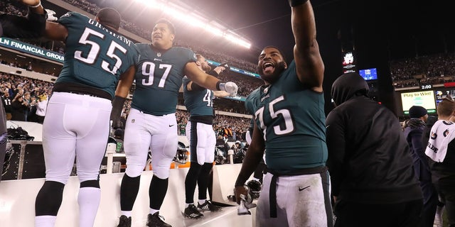 Philadelphia Eagles defensive end Vinny Curry (75) and teammates celebrate from the bench during the final seconds of the NFC Championship game.