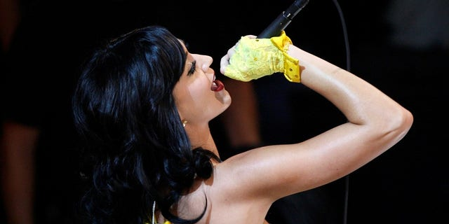 """Katy Perry performs """"I Kissed a Girl"""" in 2008."""