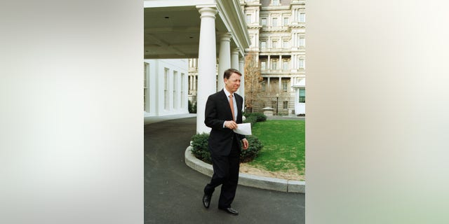 "U.S. President Bill Clinton's personal lawyer David Kendall walks to hold a briefing with the press outside the White House, February 1. Kendall said that they would ask a court to find Independent Counsel [Kenneth Starr] in contempt for allegedly leaking to the media about possible plans to indict[ Clinton] before he leaves office. ""The Office of Independent Counsel has once again engaged in illegal and partisan leaking,"" Kendall said. - PBEAHULWZAI"