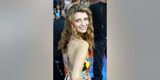 "Actress Mischa Barton, star of the new television series ""The O.C."" poses as she arrives at the 2003 Teen Choice Awards in Los Angeles August 2, 2003. [The show honors teenager's favorite film and television stars and will be telecast on the Fox television network August 6.] - RTXM4C3"