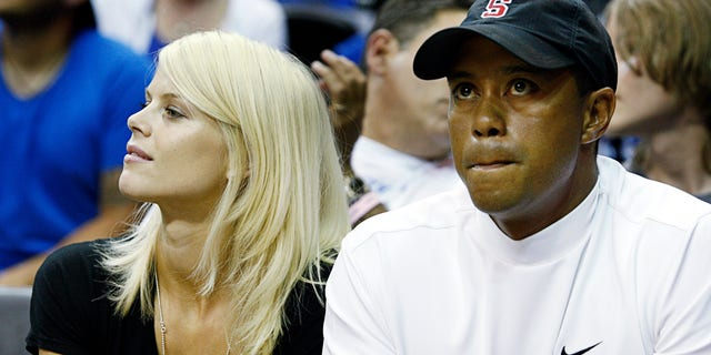 Tiger Woods and his wife Elin Nordegren (L) watch Game 4 of the NBA Finals basketball game in Orlando, Florida June 11, 2009. REUTERS/Hans Deryk    (UNITED STATES - Tags: SPORT BASKETBALL) - RTXRYJ4