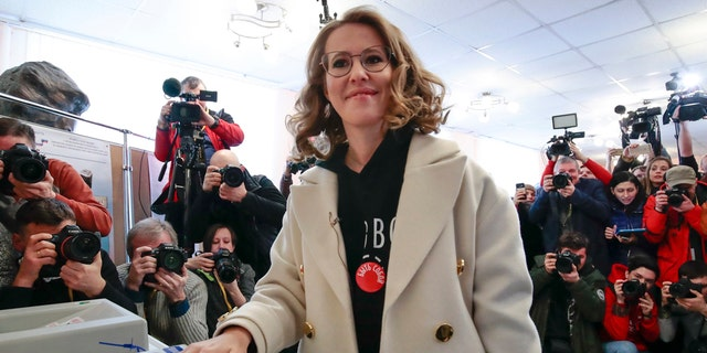 Russian Presidential candidate Ksenia Sobchak casts her ballot for the Russian presidential election, in Moscow, Russia, March 18, 2018.