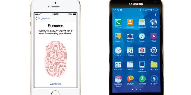 The iPhone 5S (l) and Samsung's Galaxy S5 (r).