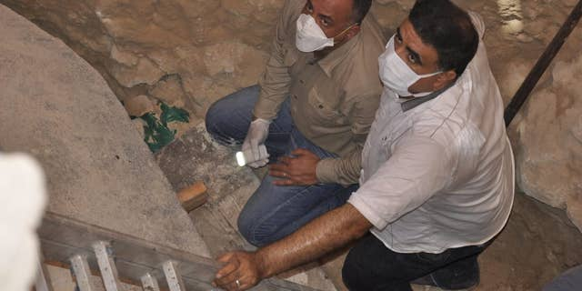 Archaeologists plan to analyze the remains discovered in the sarcophagus (Egyptian Ministry of Antiquities)