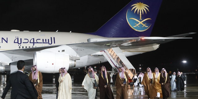 Members of the Saudi Arabian delegation disembark from a plane upon their arrival at Vnukovo airport outside Moscow, Russia October 4, 2017. REUTERS/Sergei Karpukhin - UP1EDA41CWL4L