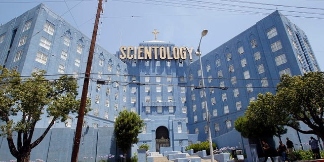 People walk past the Church of Scientology of Los Angeles building in Los Angeles, California July 3, 2012.  REUTERS/Mario Anzuoni  (UNITED STATES - Tags: RELIGION SOCIETY) - RTR34K5O