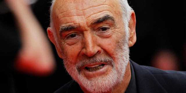 Actor Sean Connery arrives for the Edinburgh International Film Festival opening night showing of the animated movie 'The Illusionist' at the Festival Theatre in Edinburgh, Scotland June 16, 2010. REUTERS/David Moir (BRITAIN - Tags: ENTERTAINMENT HEADSHOT) - RTR2F9EH
