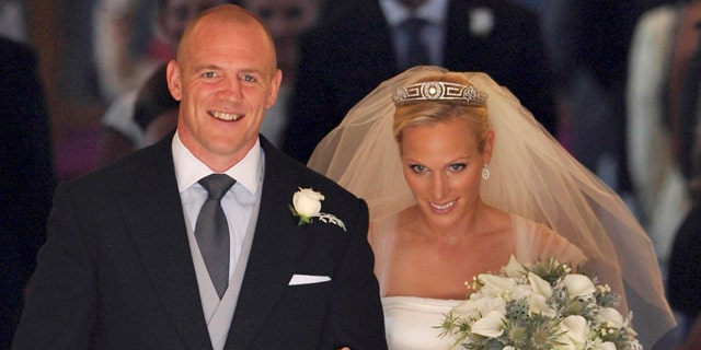 Britain's Zara Phillips, the eldest granddaughter of Queen Elizabeth, and her husband England rugby player Mike Tindall leave Canongate Kirk in Edinburgh after their marriage Saturday July 30, 2011.  (AP Photo/Dylan Martinez, Pool)