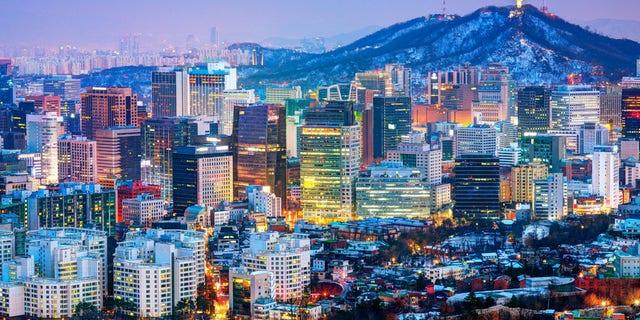 D5EK16 Downtown cityscape of Seoul, South Korea. Image shot 2013. Exact date unknown.