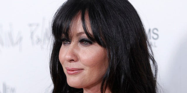 """Cast member Shannen Doherty poses at the premiere of the film """"Burning Palms"""" at the Arclight theatre in Hollywood, California, January 12, 2011. REUTERS/Danny Moloshok (UNITED STATES - Tags: ENTERTAINMENT HEADSHOT) - RTXWI4Q"""