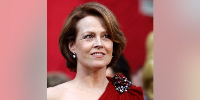 """Actress Sigourney Weaver from """"Avatar"""" arrives at the 82nd Academy Awards in Hollywood March 7, 2010.     REUTERS/Mario Anzuoni   (UNITED STATES)  (OSCARS-ARRIVALS - Tags: ENTERTAINMENT)"""