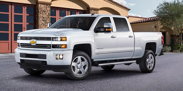 The 2015 Chevrolet Silverado was named top pickup in the crucial full-size segment.