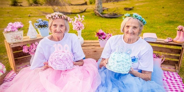 Twins Maria Pignaton Pontin and Paulina Pignaton Pandolfi will turn 100 years on May 20, 2017. The twins commemorated their milestone birthday with a photoshoot.