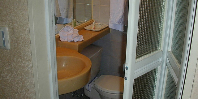 One of the main issues of city living is often the lack of space, especially in the itsy bitsy bathrooms.