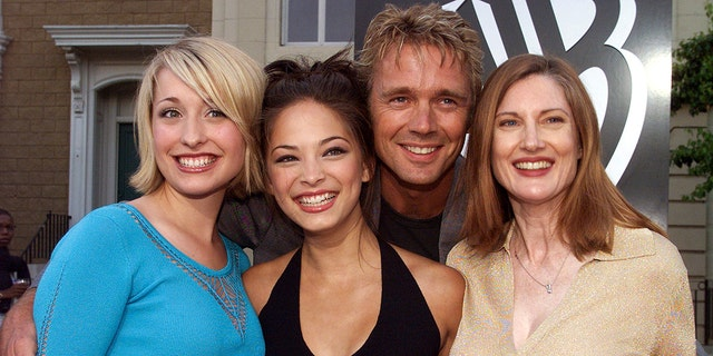 "Actor John Scheneider poses with co-stars (L-R) Allison Mack, Kristin Kreuk and Annette O'Toole from the new WB television network action series ""Smallvile""  at the network's summer All-Star party at the Warner Bros. Studios in Burbank, California, July 15, 2001. The series depicts the classic Superman character as a teenaged Clark Kent. - PBEAHUKZNCQ"