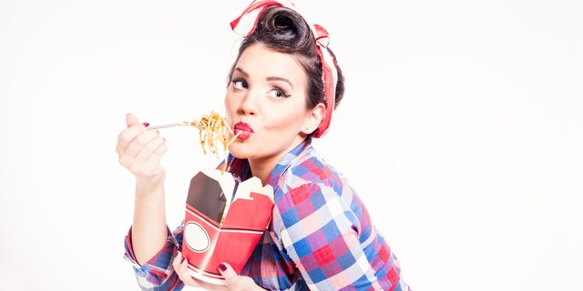 Model continued to get cozy on set with the carb-filled dish.