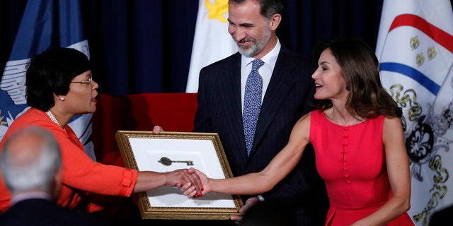 King Felipe VI and Queen Letizia of Spain view a plaque unveiled by New Orleans Mayor LaToya Cantrell, left, at a welcoming ceremony at Gallier Hall in New Orleans, Friday, June 15, 2018.