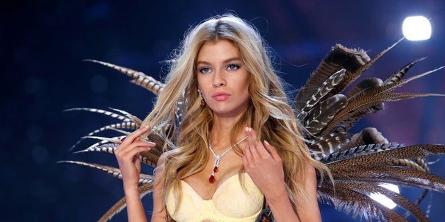 Stella Maxwell is set to appear in the 2017 Victoria's Secret Fashion Show.