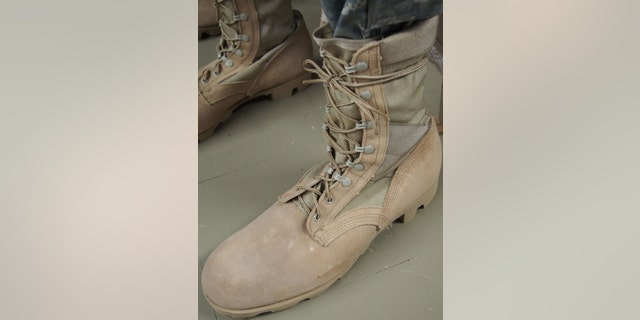 An example of the current issue Army Combat Boot (Temperate Weather).