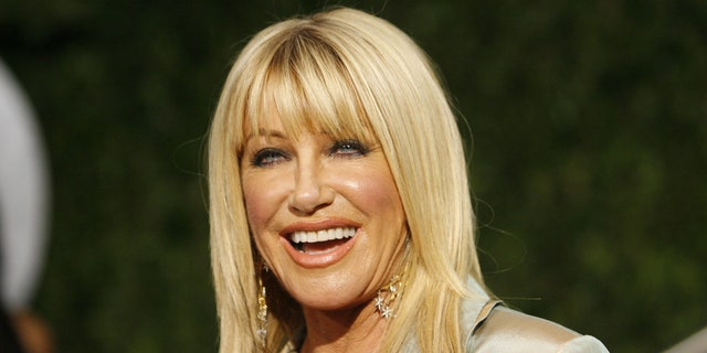 Suzanne Somers arrives at the 2010 Vanity Fair Oscar party in West Hollywood, California March 7, 2010. REUTERS/Danny Moloshok   (OSCARS-PARTY) (UNITED STATES) - RTR2BGPI