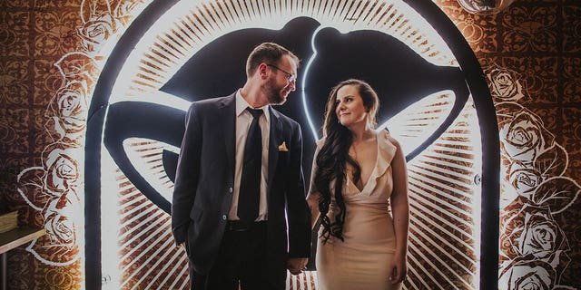 On Sunday, Dan Ryckert and Bianca Monda became the first couple to marry at the Taco Bell Las Vegas Cantina.