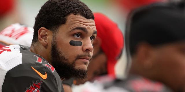 GLENDALE, AZ - SEPTEMBER 18: Wide receiver Mike Evans #13 of the Tampa Bay Buccaneers watches from the sidelines during the NFL game against the Arizona Cardinals at the University of Phoenix Stadium on September 18, 2016 in Glendale, Arizona. (Photo by Christian Petersen/Getty Images)