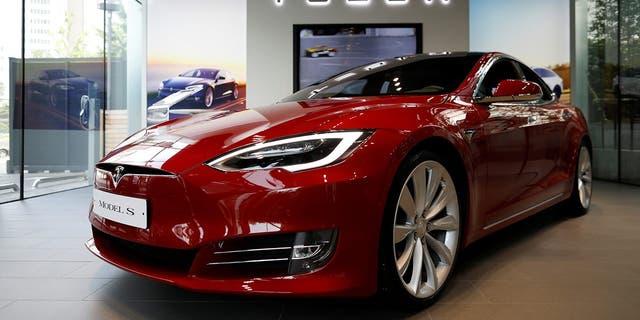 A Tesla Model S electric car is seen at its dealership in Seoul, South Korea July 6, 2017. REUTERS/Kim Hong-Ji - RTX3A8QE