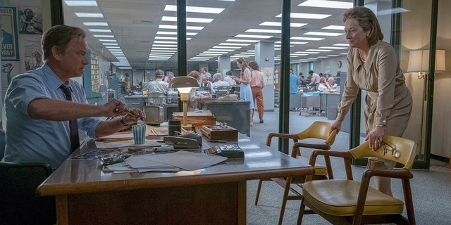 "In this image released by 20th Century Fox, Tom Hanks portrays Ben Bradlee, left, and Meryl Streep portrays Katharine Graham in a scene from ""The Post."""