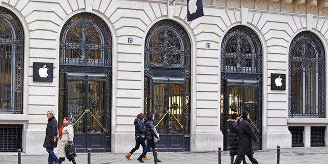 Jan. 1, 2013: Parisians and tourists wander in front of the Apple store located near the Paris Opera. A robbery took place at the flagship store on Monday, a few hours after the close of business.