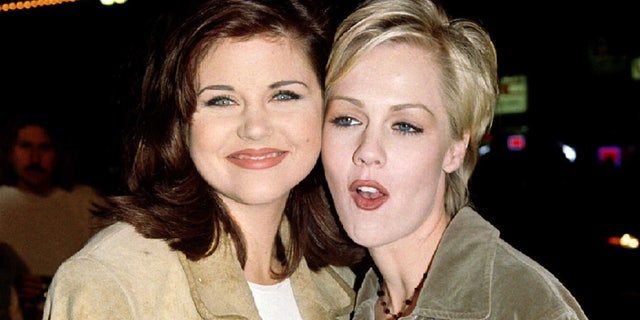 """Actresses Tiffany-Amber Theissen  (L) and Jennie Garth, stars of the television series """"Beverly Hills 90210,"""" arrive as guests for the premiere of actor Jim Carrey's new film, """"Ace          Ventura: When Nature Calls,"""" November 8. The film is about the adventures of the world's only detective who specializes in finding lost animals - RTXFLU7"""