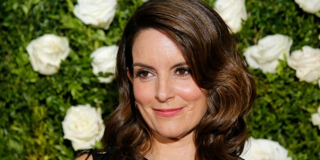 Tina Fey has promised that there will be limited talk of politics at the Golden Globes.