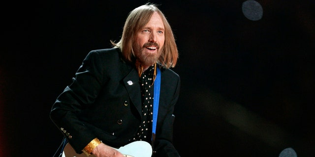 Tom Petty and the Heartbreakers perform during the half time show of the NFL's Super Bowl XLII football game between the New England Patriots and the New York Giants in Glendale, Arizona, February 3, 2008.