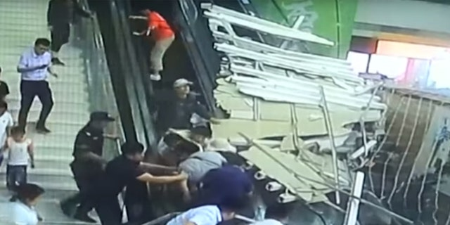 Several tourists were injured Saturday after a ceiling decoration collapsed suddenly on an escalator inside a scenic spot in Huayin City, northwest China's Shaanxi Province.