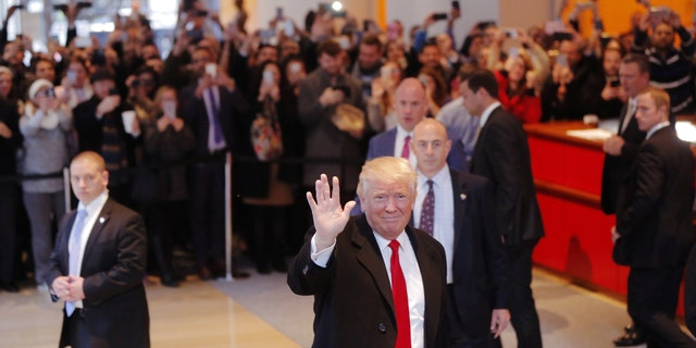 U.S. President elect Donald Trump reacts to a crowd gathered in the lobby of the New York Times building after a meeting in New York, U.S., November 22, 2016.  REUTERS/Lucas Jackson  - RTSSU9I