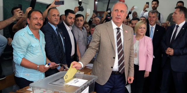 Main opposition candidate Muharrem Ince casts his vote in Yalova, northwestern Turkey.