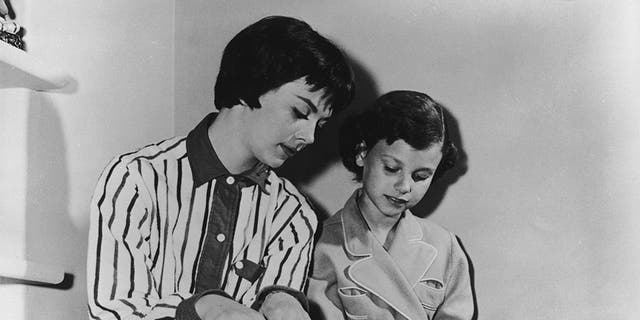 Lana Wood (right) and her older sister Natalie Wood.