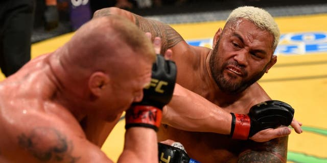 LAS VEGAS, NV - JULY 09: (R-L) Mark Hunt of New Zealand punches Brock Lesnar in their heavyweight bout during the UFC 200 event on July 9, 2016 at T-Mobile Arena in Las Vegas, Nevada. (Photo by Josh Hedges/Zuffa LLC/Zuffa LLC via Getty Images)