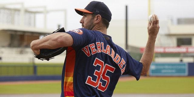 Verlander practices his World Series pitch.