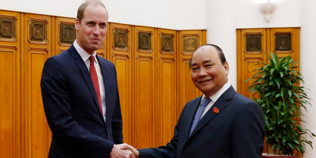 Britain's Prince William, left, shakes hands with Vietnamese Prime Minister Nguyen Xuan Phuc in Hanoi, Vietnam, Wednesday, Nov. 16, 2016.